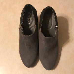 Dexflex Comfort Booties Gray & Black Heels